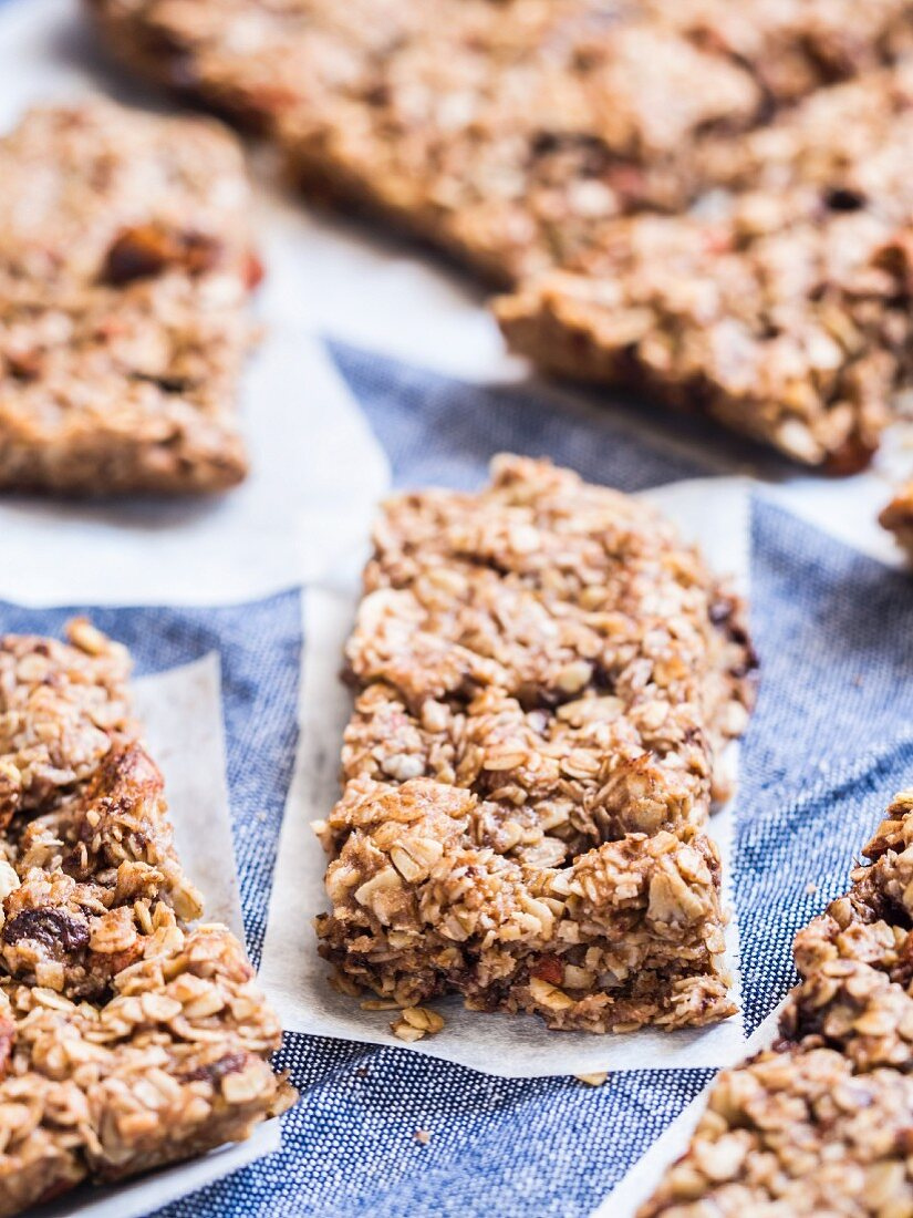 Muesli bars with oat flakes