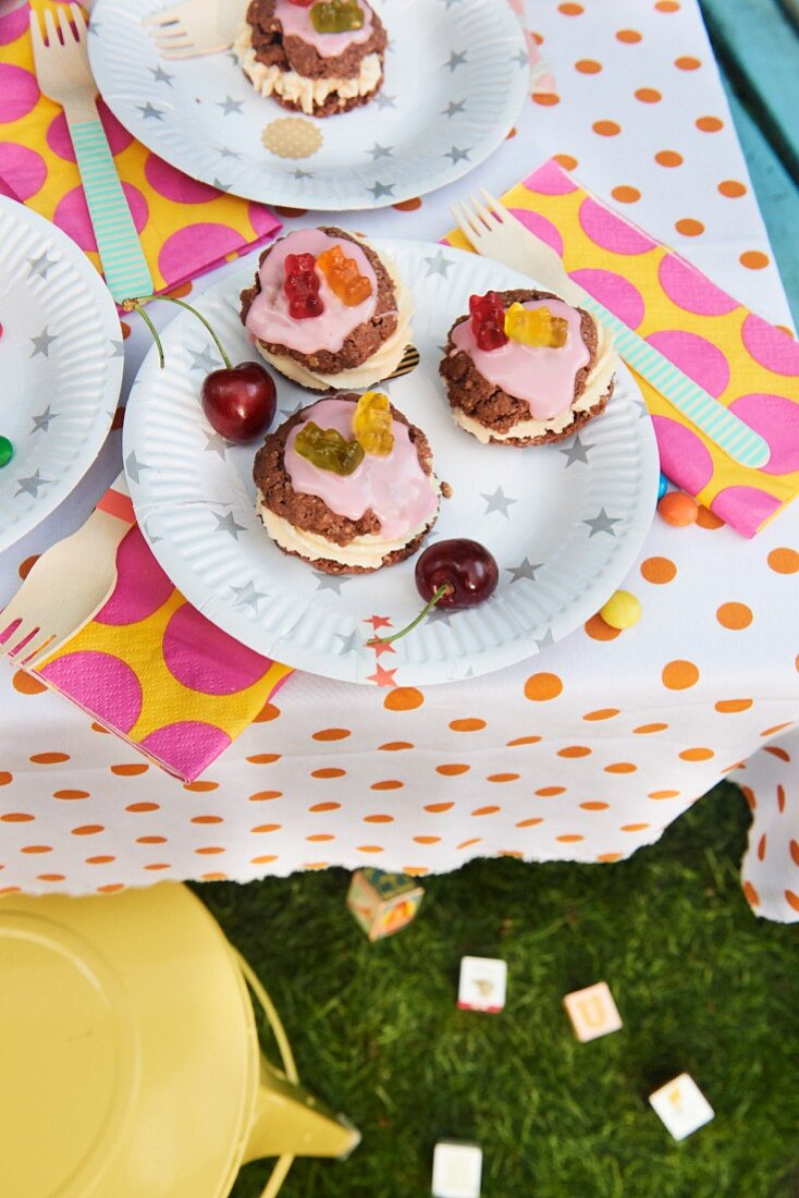 Oatmeal whoopie pies for a children's party in the garden