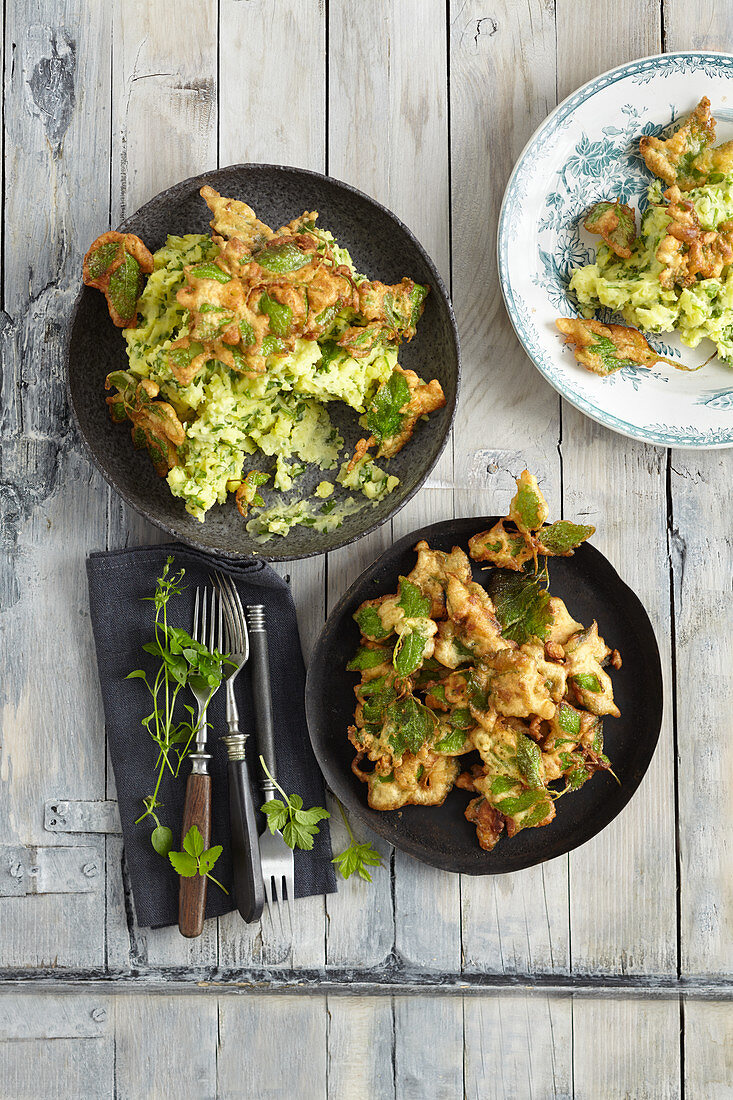 Mashed chickweed and potatoes with ground-elder crisps
