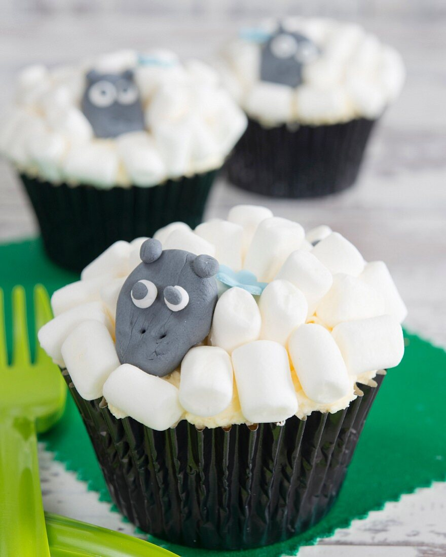Cupcakes with marshmallows and an animal figure