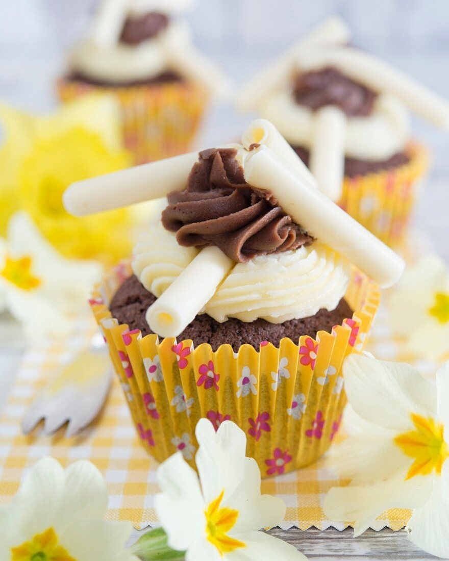 Cupcakes with buttercream and white chocolate rolls