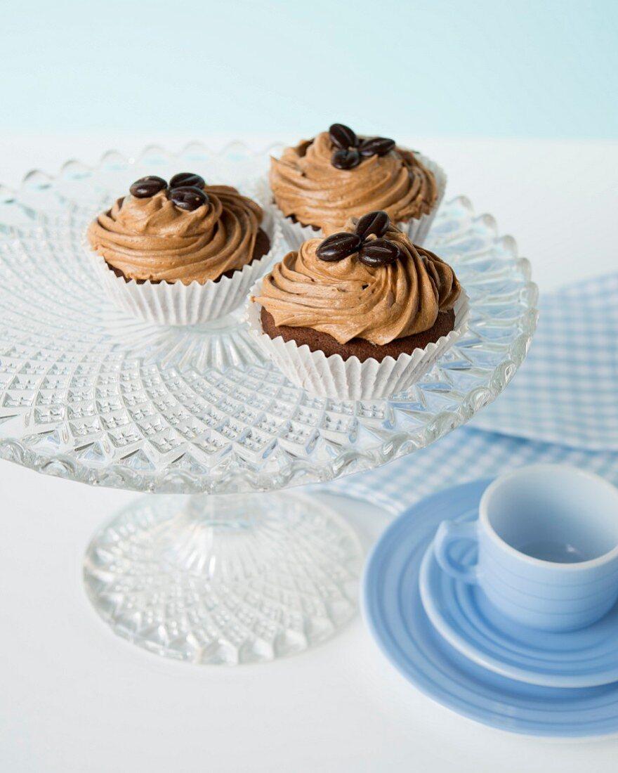Cupcakes mit Kaffeecreme und Mokkabohnen