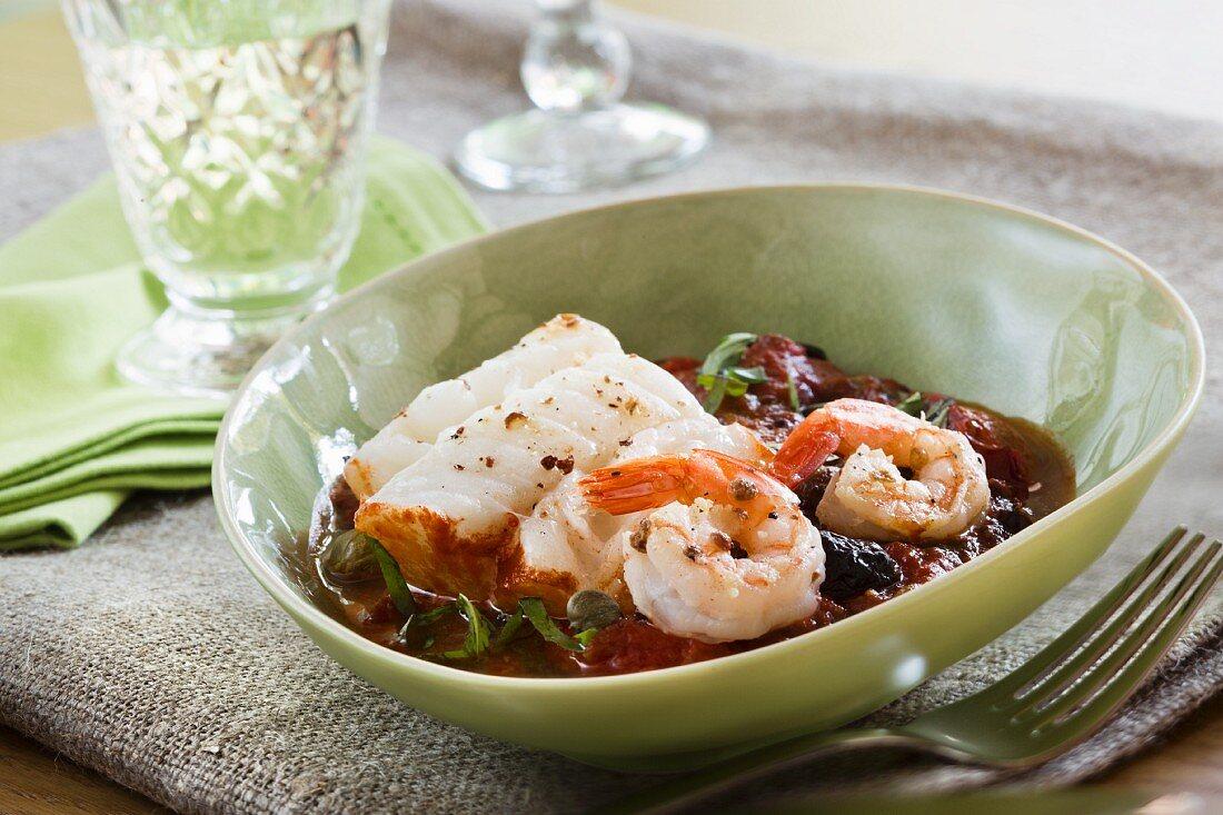 Kabeljau mit Shrimps in Tomatensauce