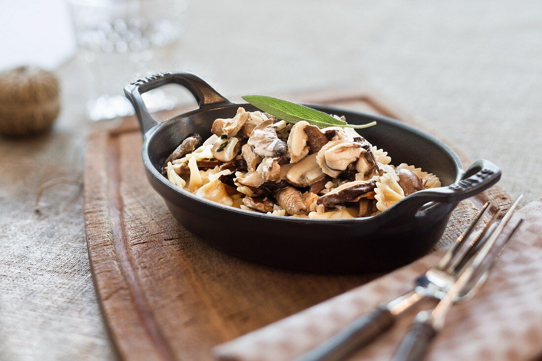 Farfalle with mushrooms and sage