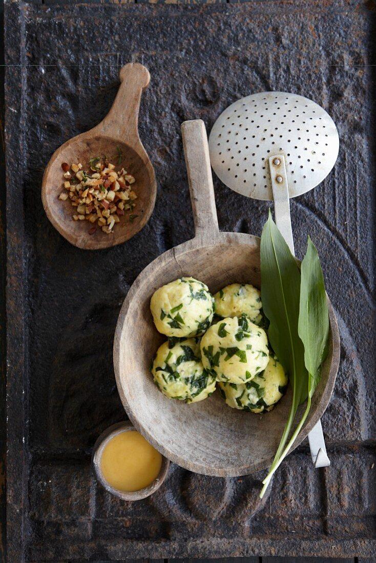 Wild garlic and potato dumplings with Béarnaise sauce