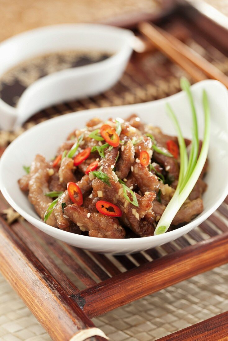 Wok-fried beef with ginger and chilli (Asia)