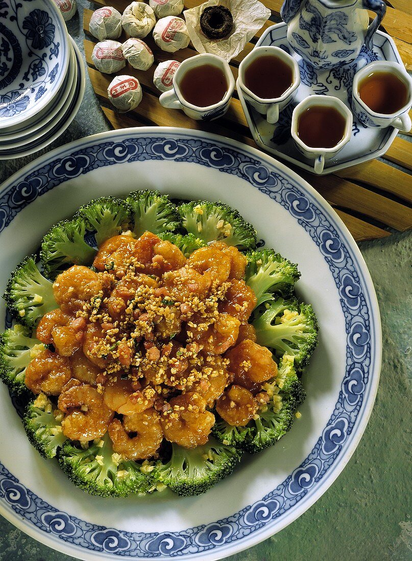 Fried shrimps with broccoli and sesame