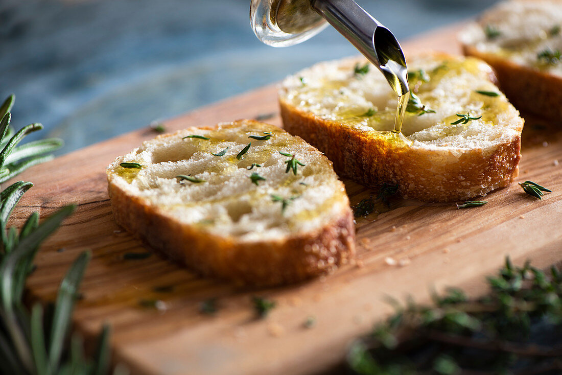 Toasted bread with olive oil and thyme
