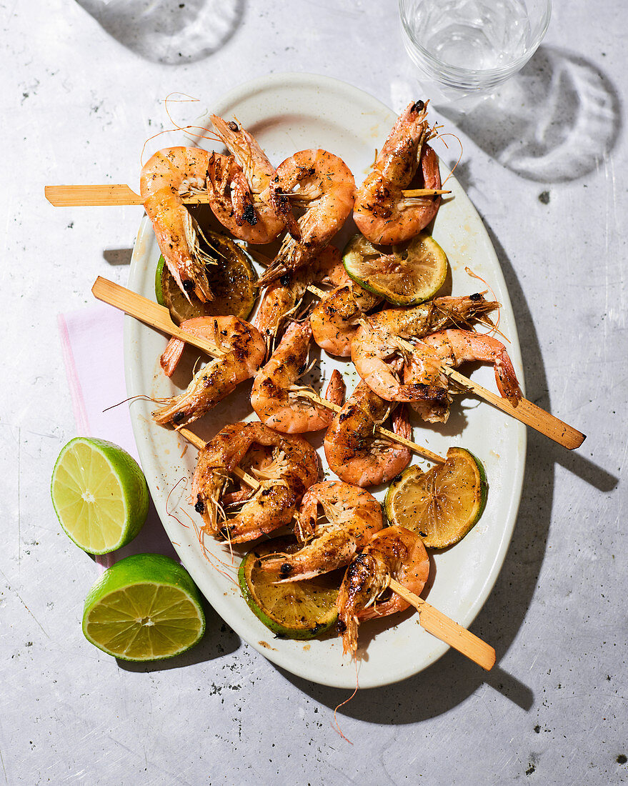 Grilled prawn skewers with limes