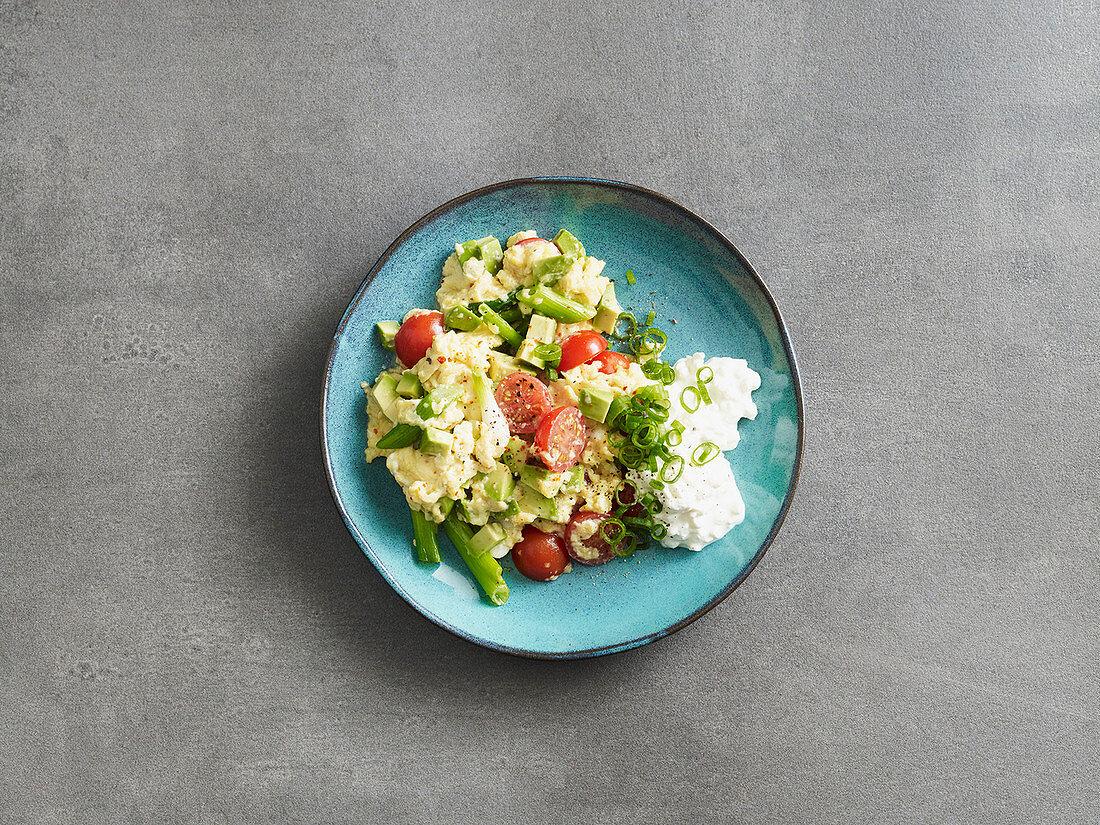 Avocado-Tomaten-Rührei (Low Carb)