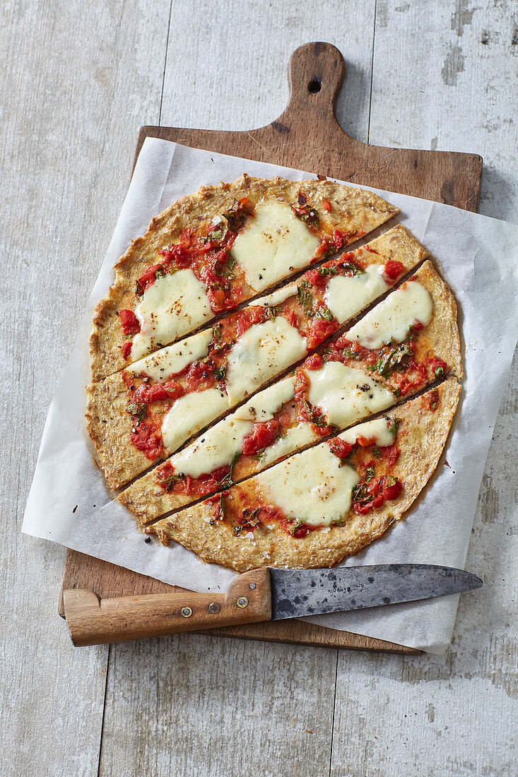 Low-Carb-Pizza mit Thunfisch