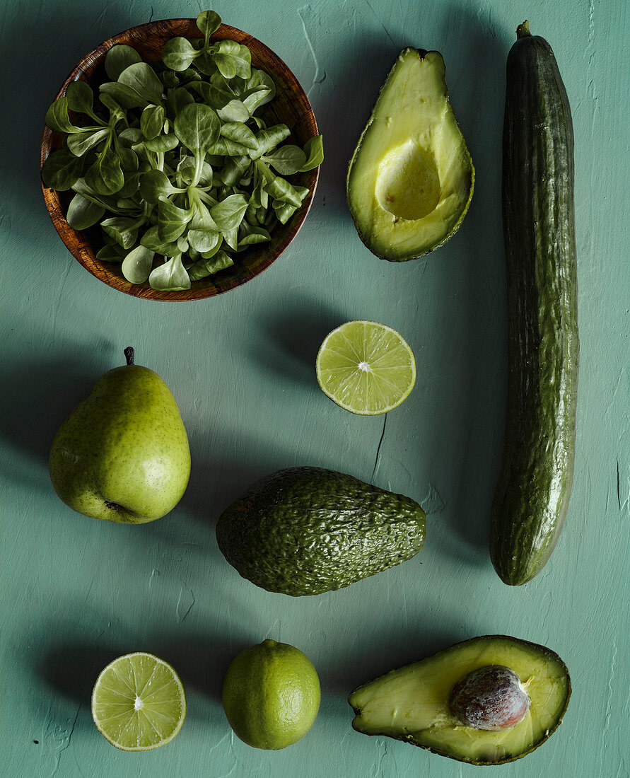 Green smootie ingredients - cucumber, avocado, limes, lamb's lettuce, pear