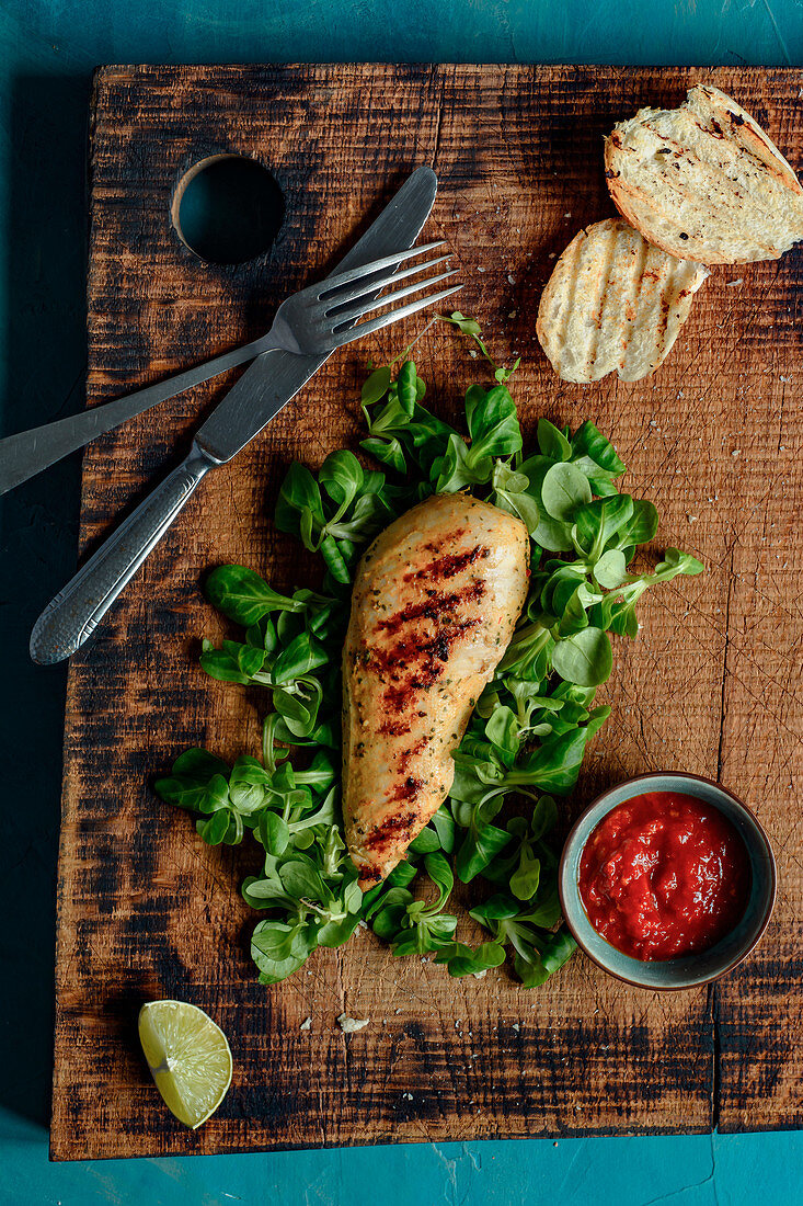 Grilled chicken in Thai spices with hot pepper sauce and grilled bread