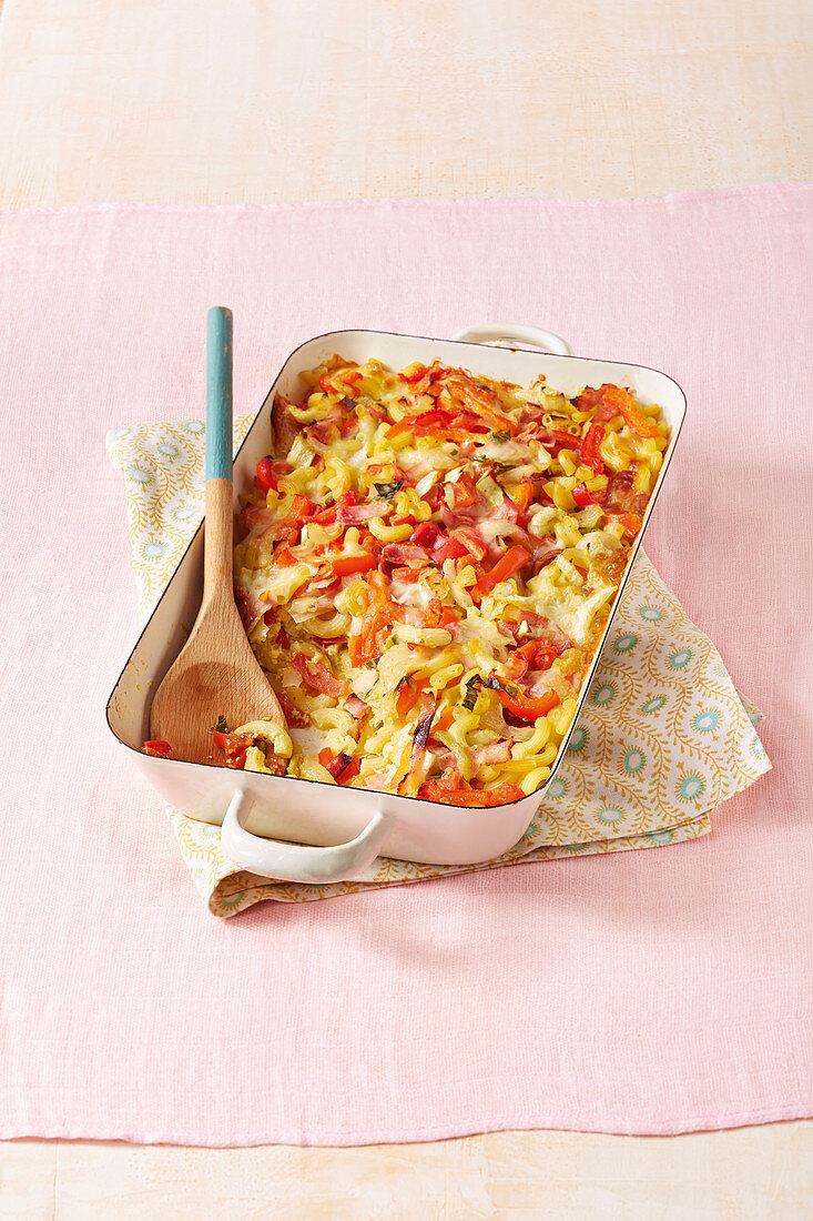 Pasta bake with ham, peppers and pak choi