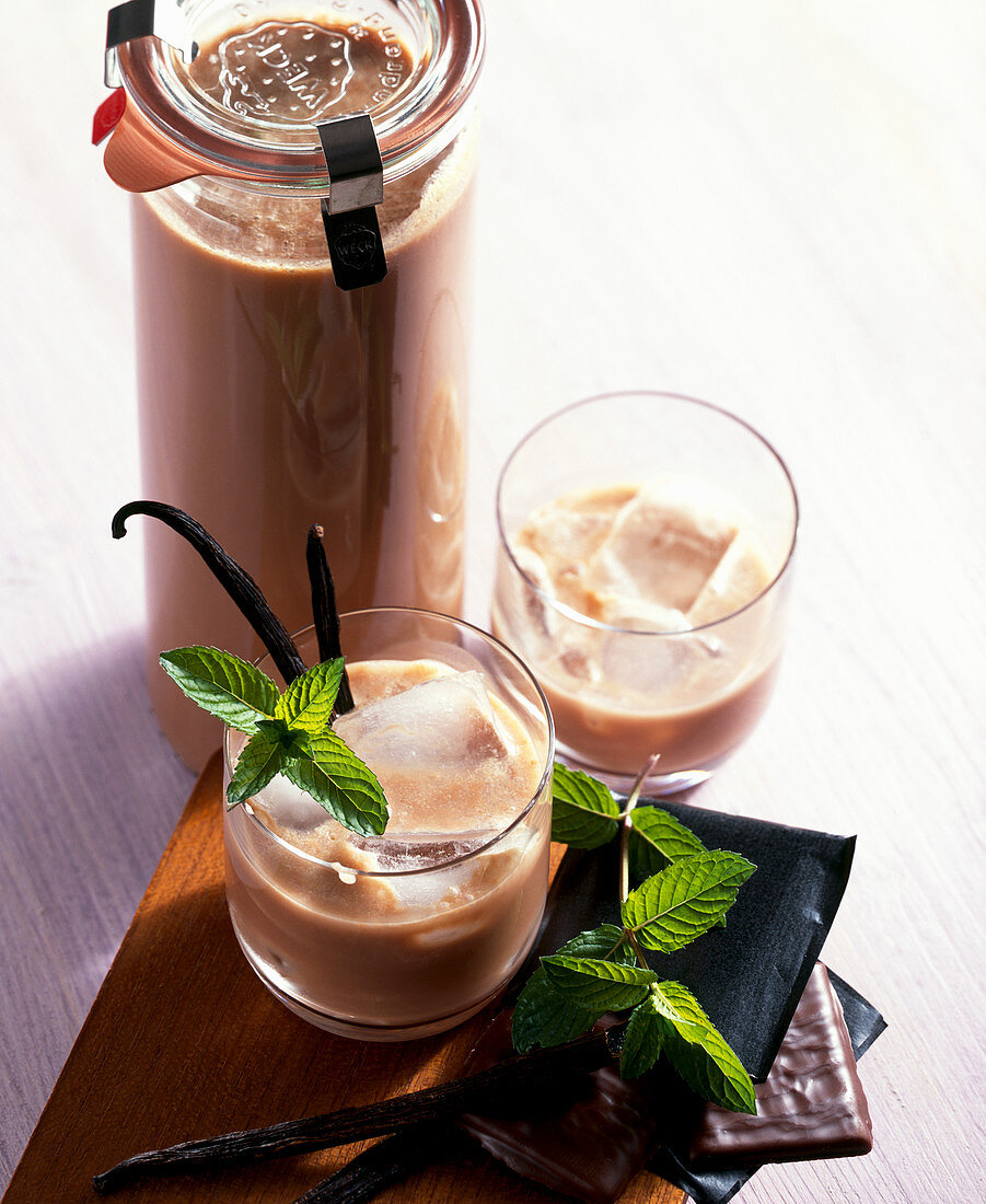 After Eight liqueur with mint, chocolate, cream and vodka
