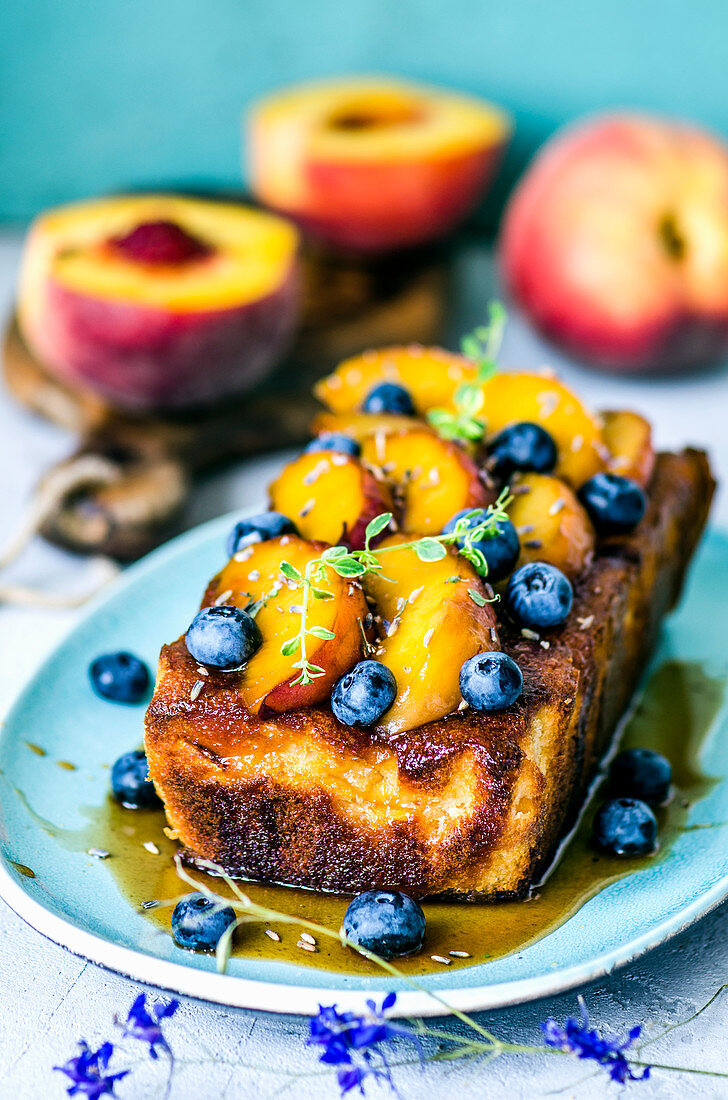 Pie with caramelized peaches, blueberries and lavender