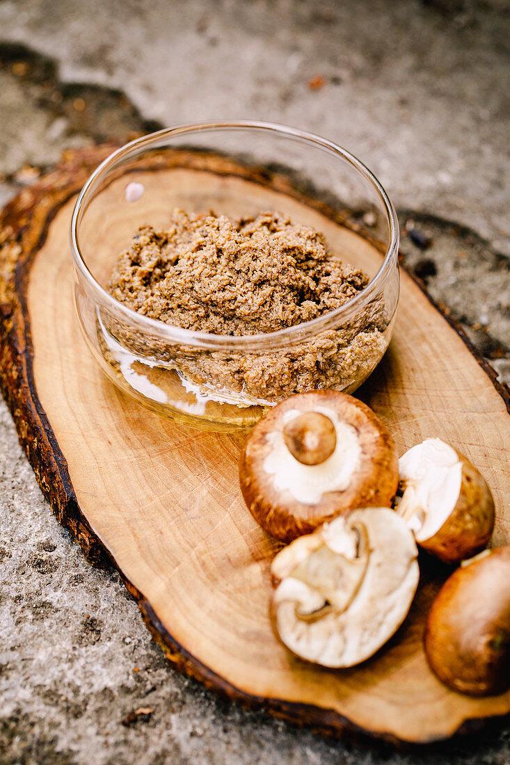 Mushroom pesto with dried porcini mushrooms and button mushrooms