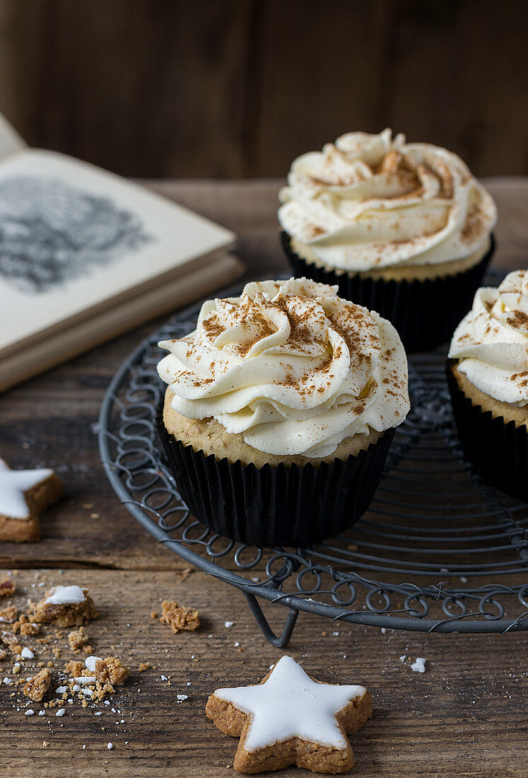 Cinammon cupcakes with cream cheese mascarpone and cinnamon topping