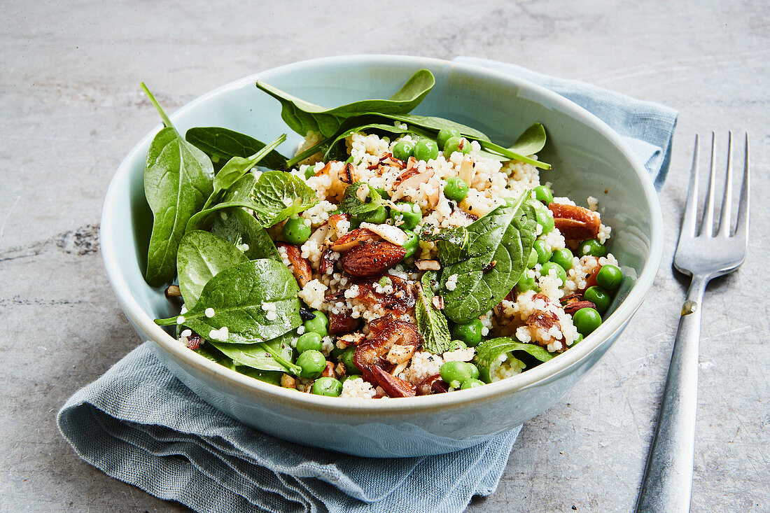 Millet salad with peas and spinach