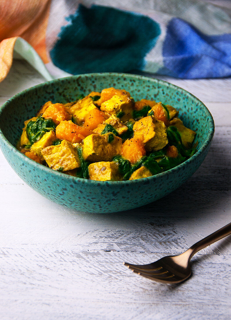 Vegan tofu curry with butternut squash and spinach (India)