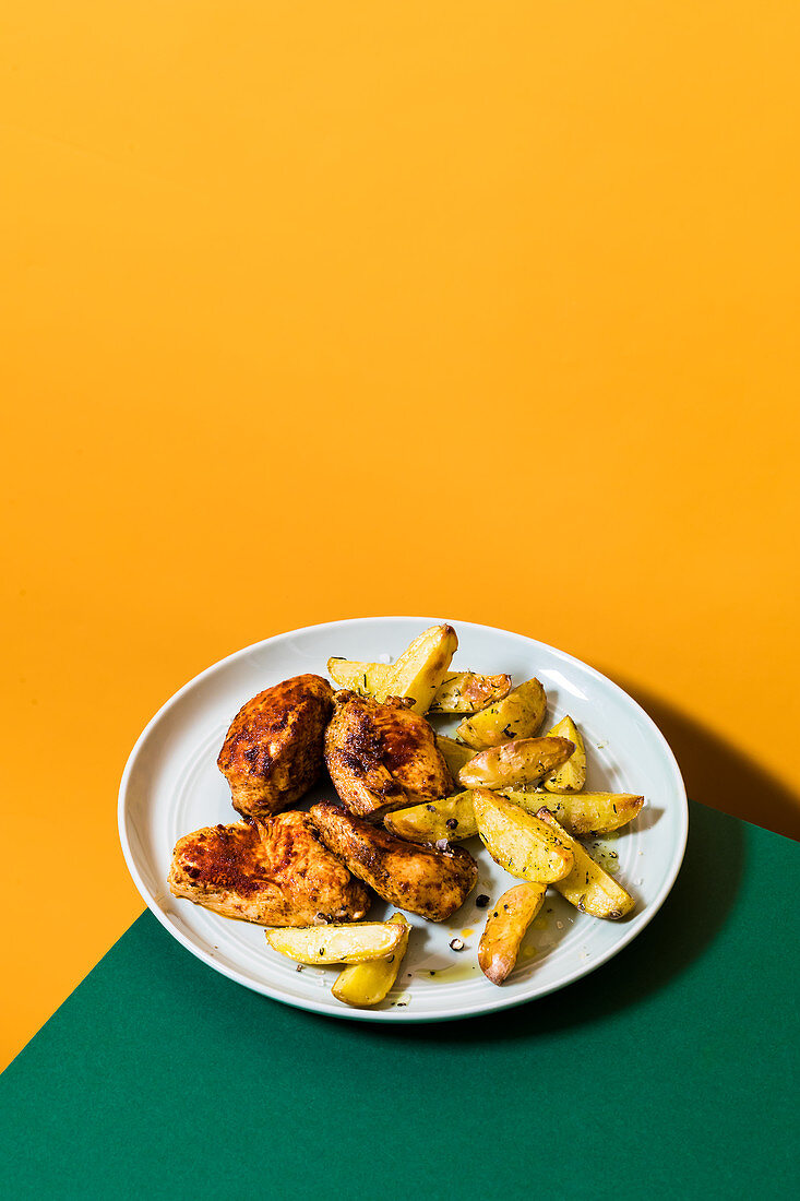 Chicken nuggets with potato wedges