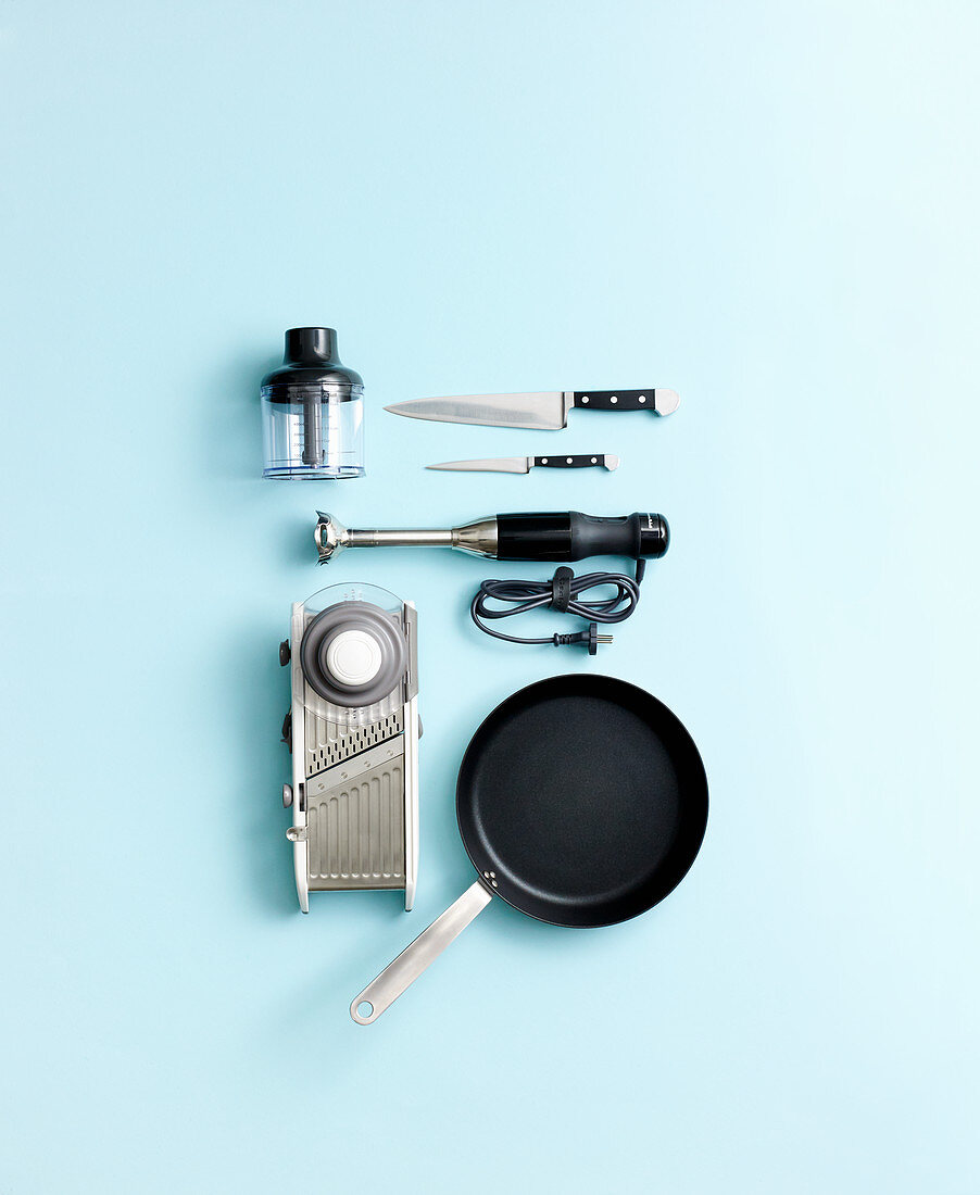 Kitchen utensils for quick dishes