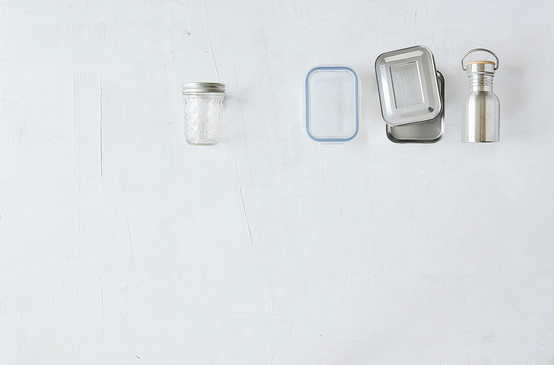 Various food containers to take with you