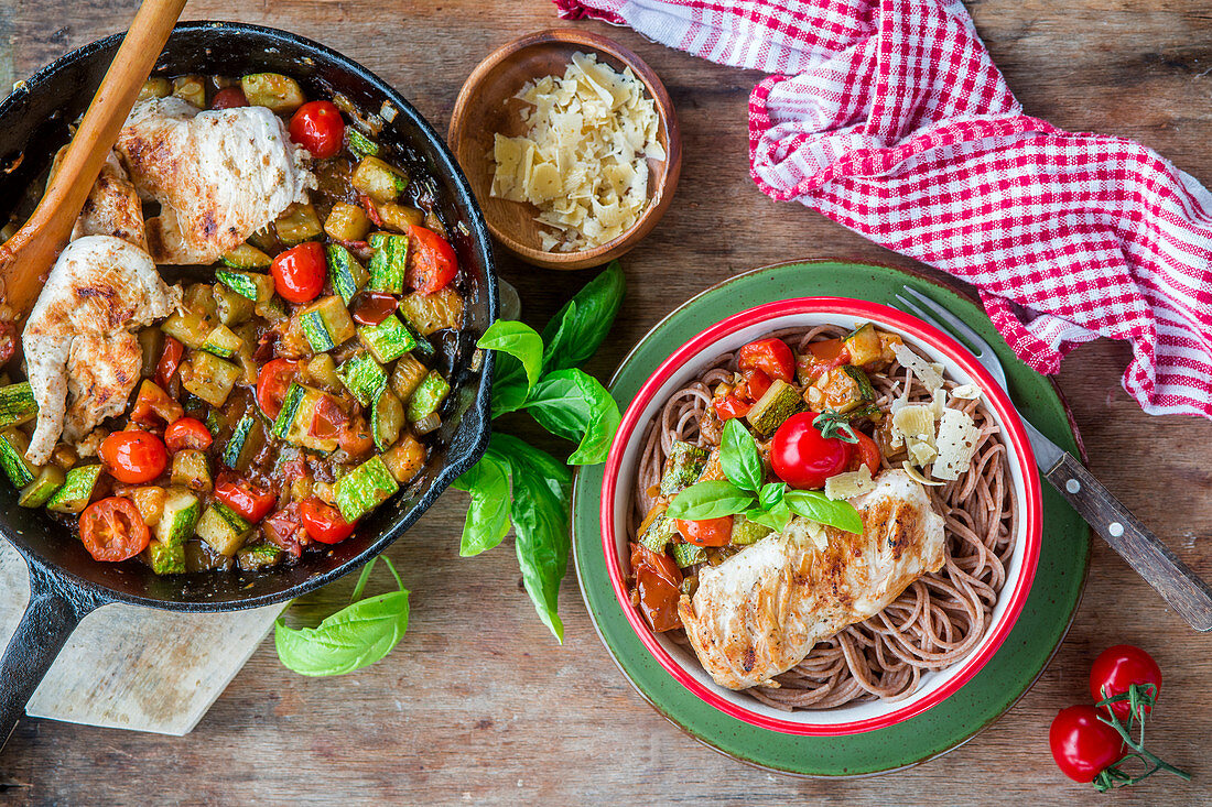 Wholegrain pasta with vegetables and chicken