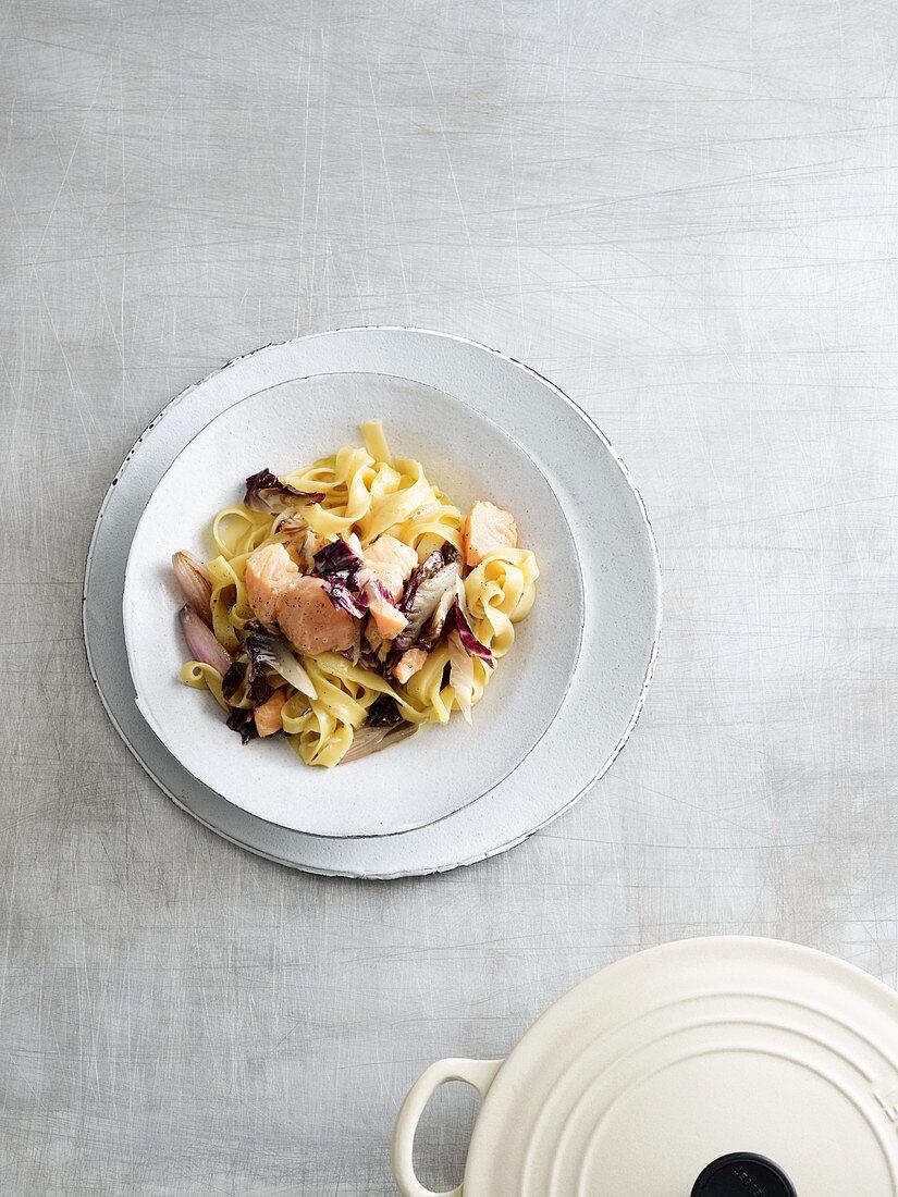 Salmon and fettuccine with radicchio (one pot pasta)