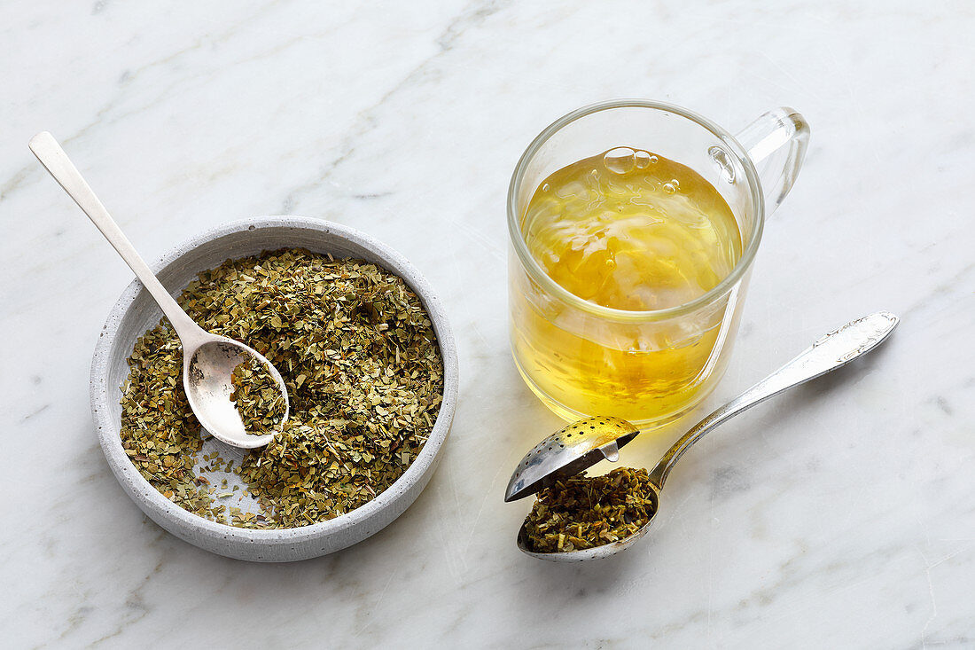 Cold mate tea to activate the metabolism