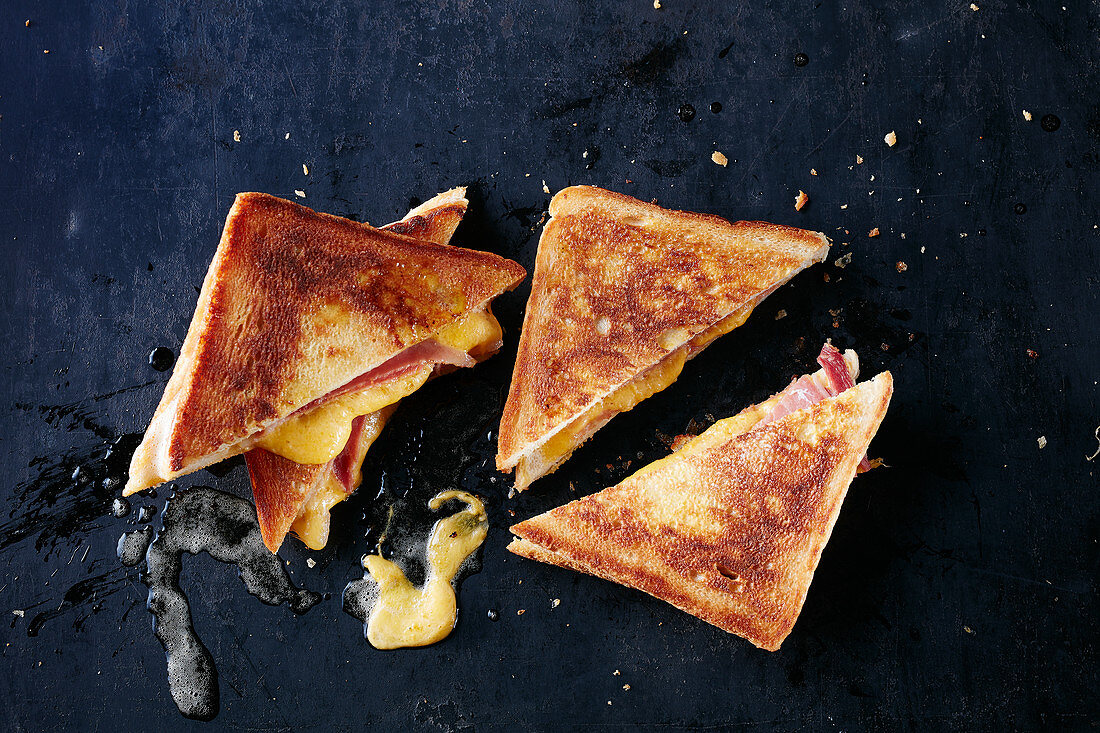 Grilled toast with cheese and ham