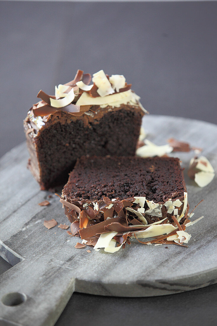 Yellow beetroot cake with chocolate flakes
