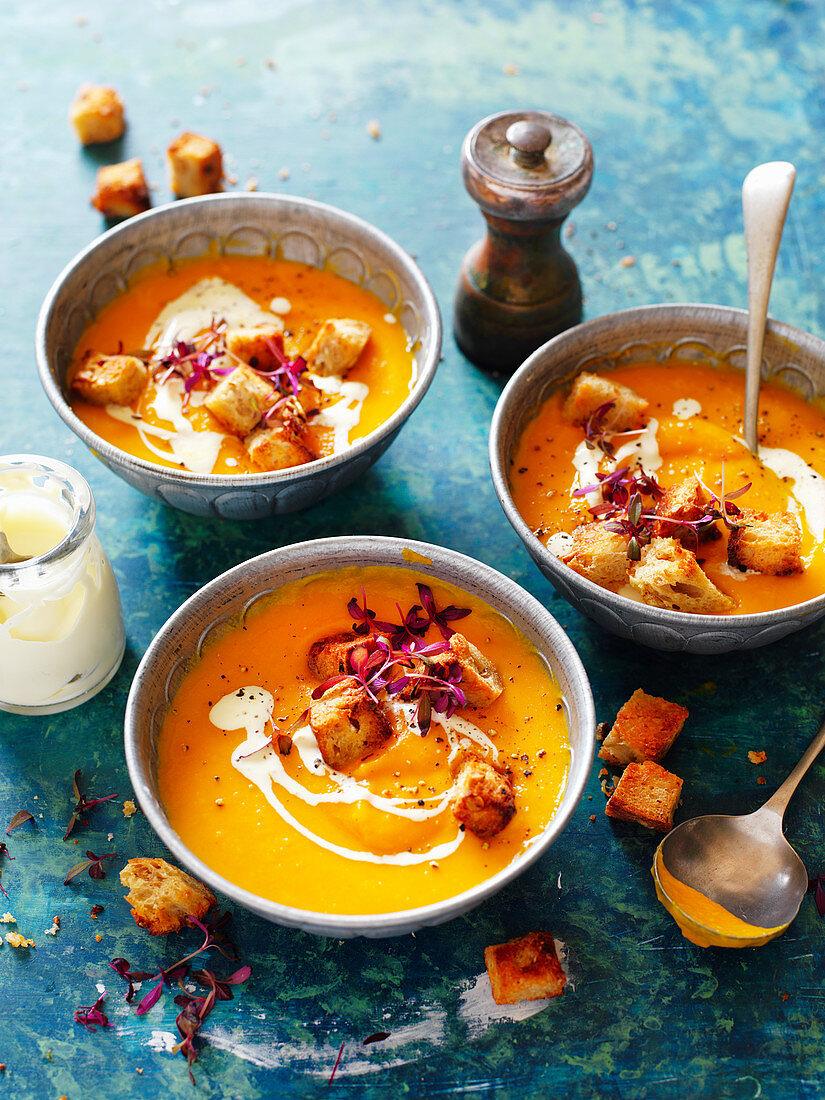 Gebratene Kürbis-Süsskartoffel-Suppe