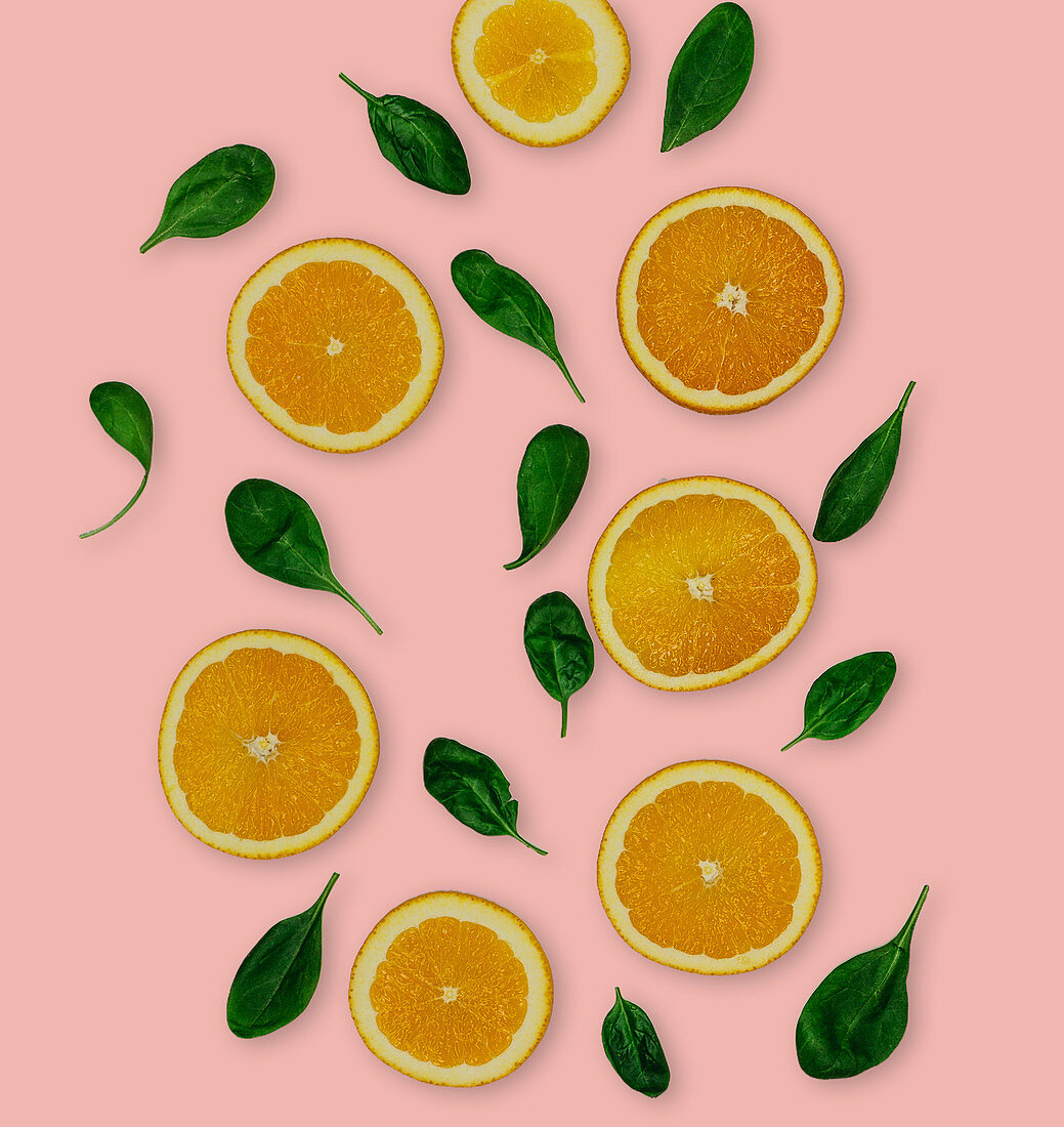 Baby spinach and orange slices (seen from above)