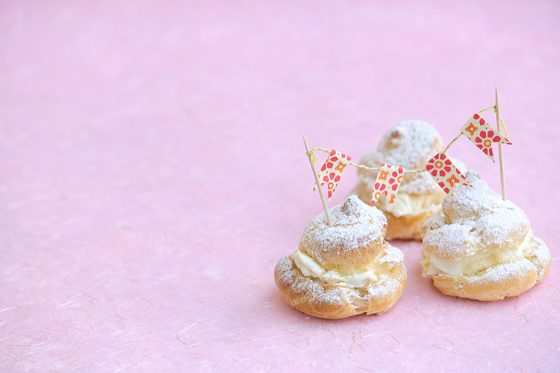 Mini profiteroles with mango cream