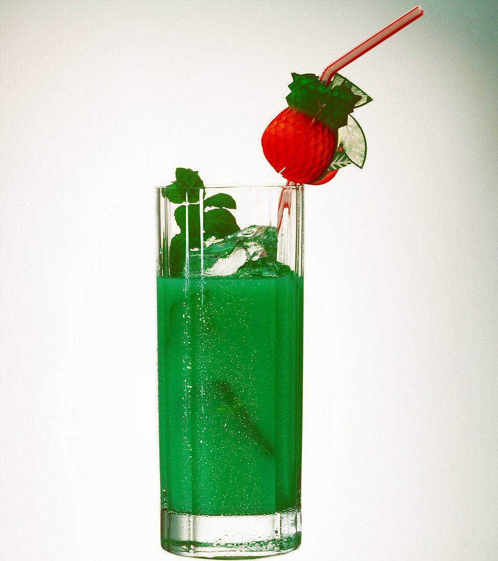 Grasshopper in long drink glass with mint and straw