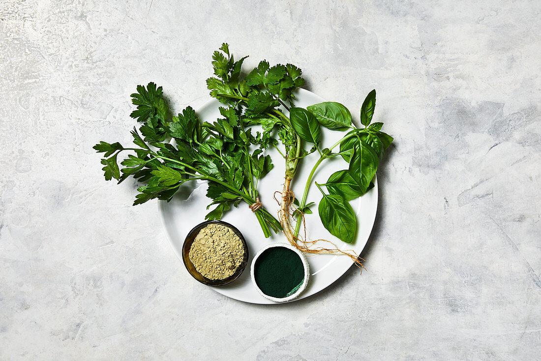 Fresh herbs and algae powder (superfood)
