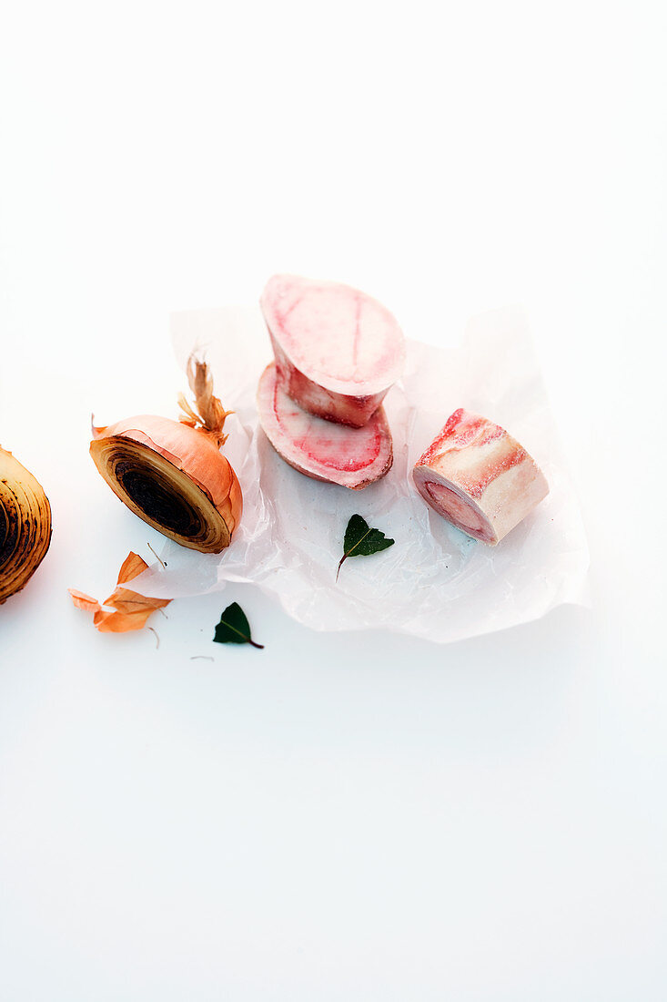 Ingredients for bouillon (bones, onion and bay leaves)