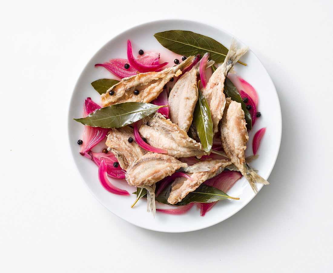 Sarde in scapece all'alloro (fried sardines in a bay leaf marinade, Italy)