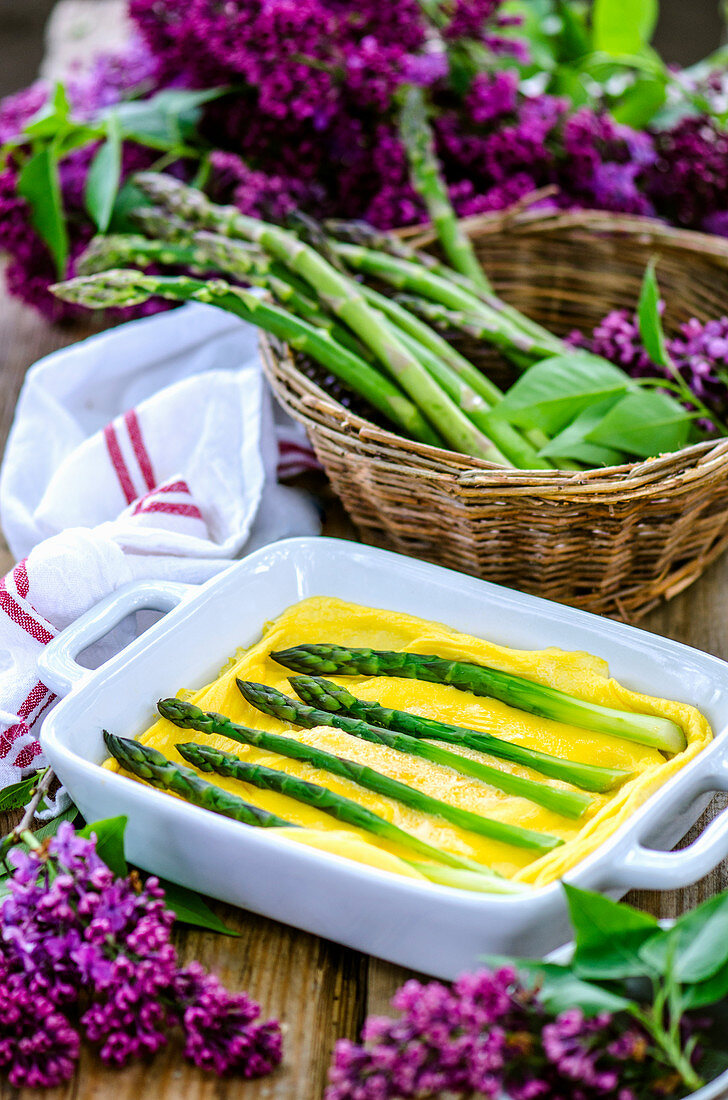 Omelette with steamed asparagus