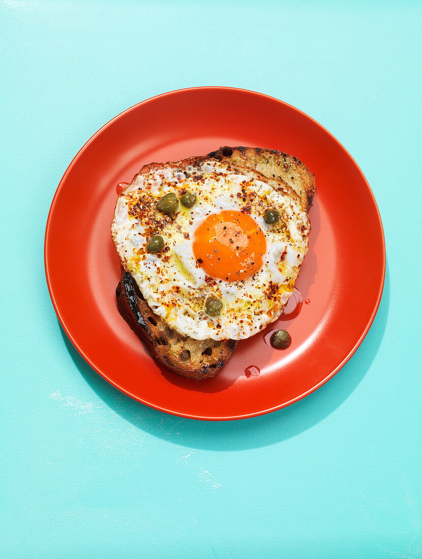 Toast with fried eggs and capers