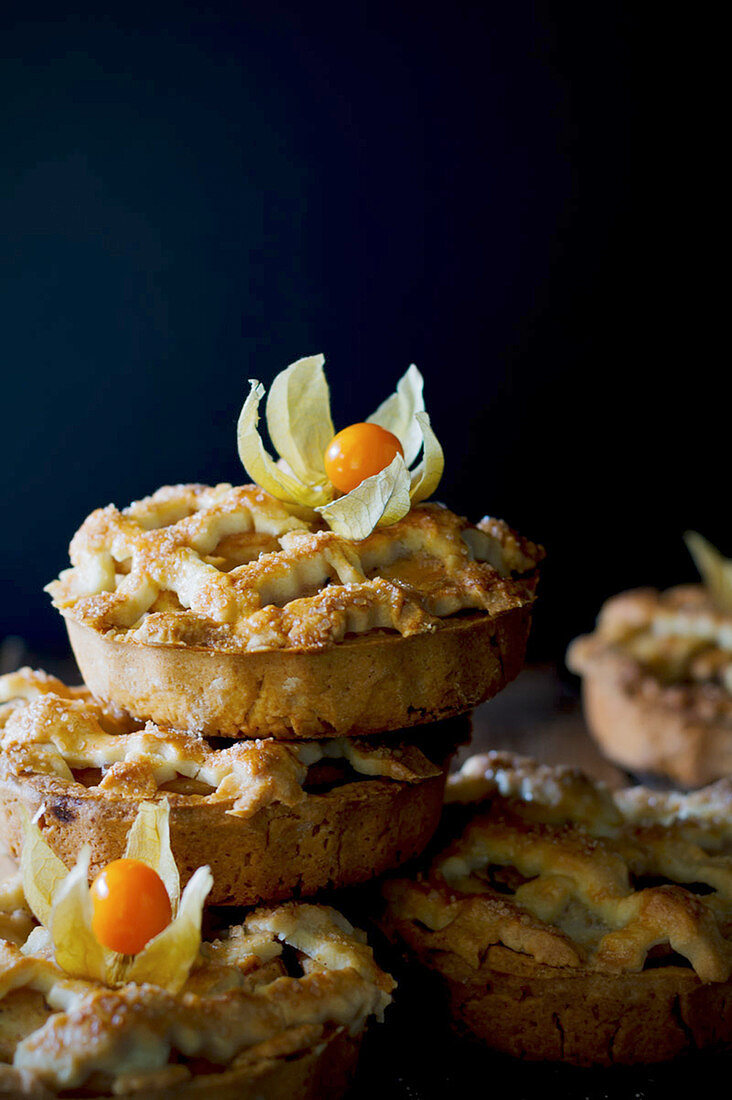 Apple cake with physalis