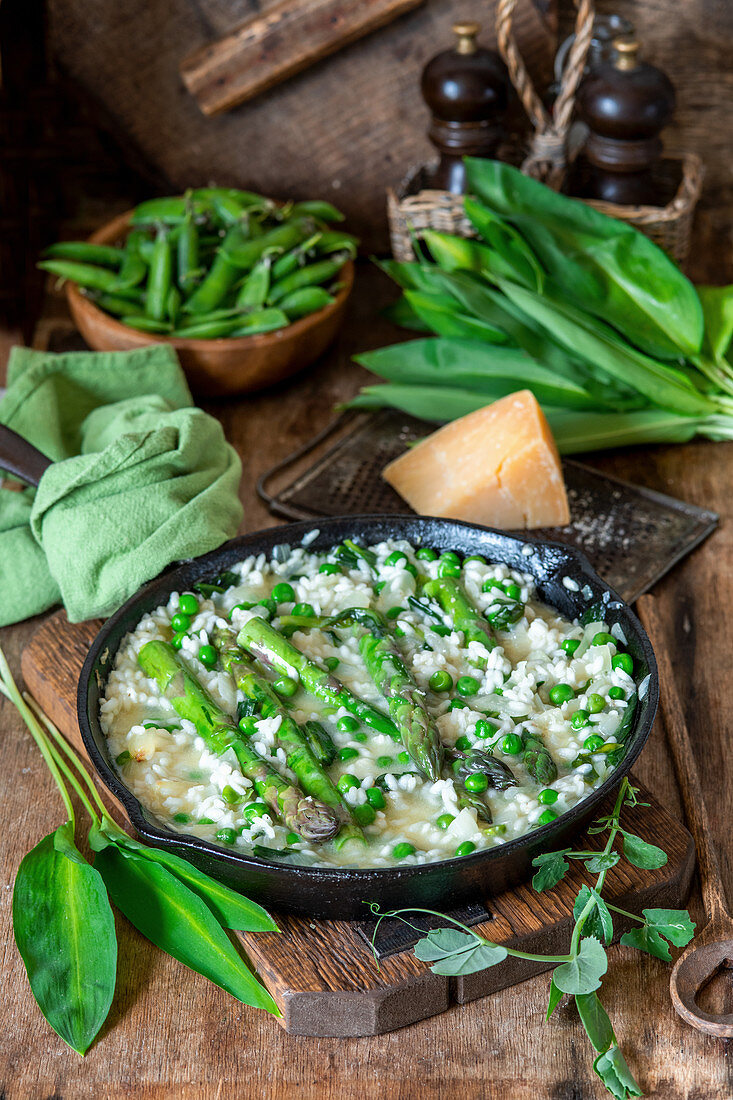 Green risotto with peas and asparagus