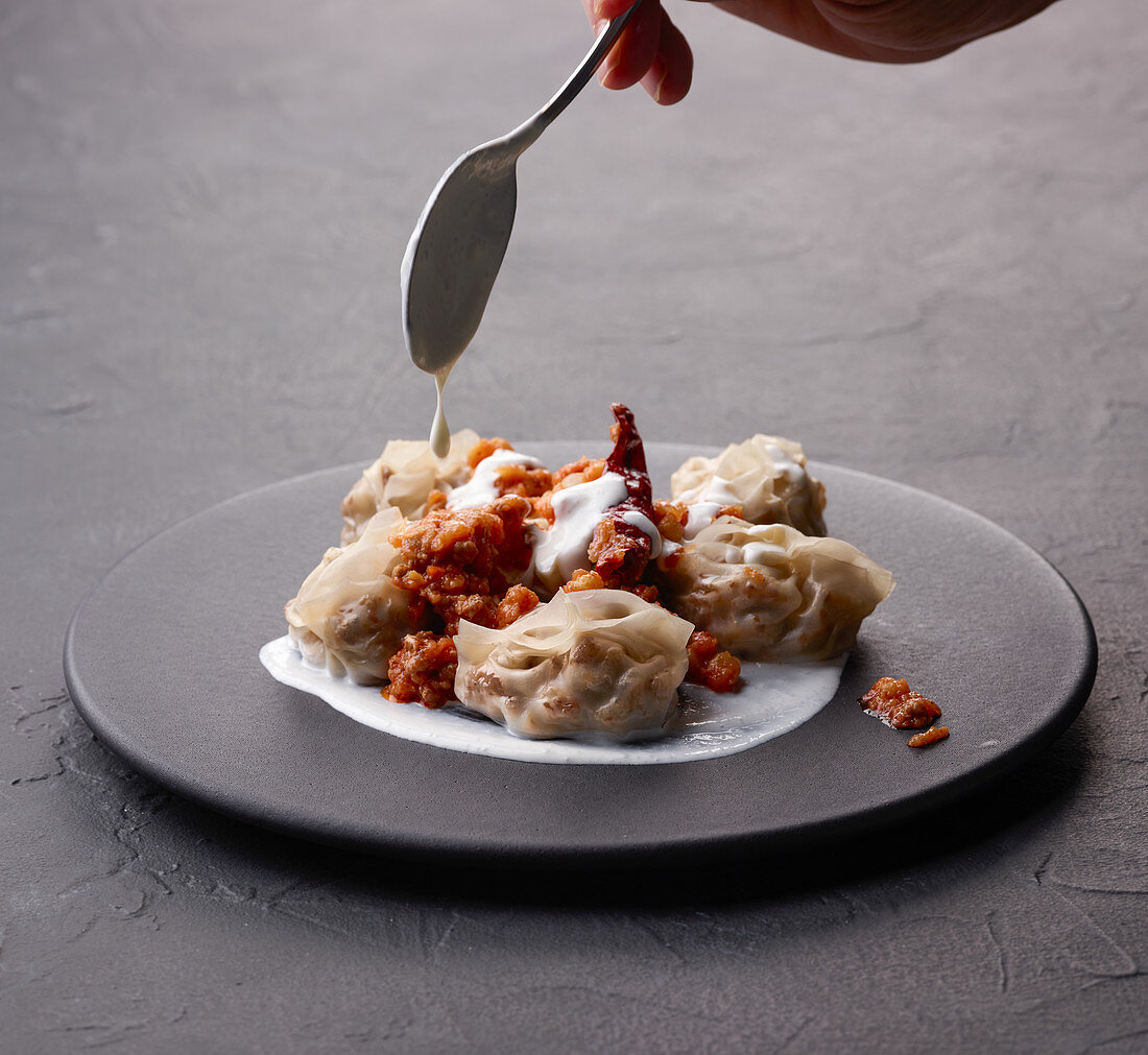 Mantu (afghanische Teigtäschchen) mit Joghurtsauce