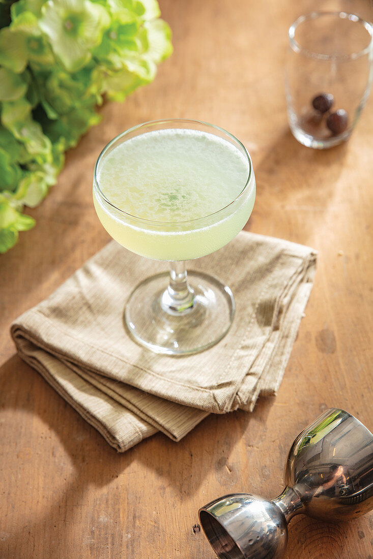 Spring-time gin lime cocktail