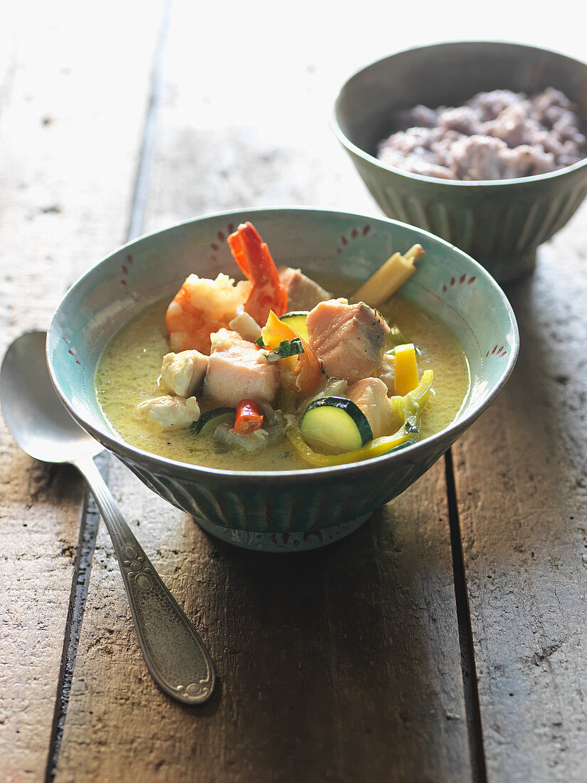 Thai curry with vegetables and prawns