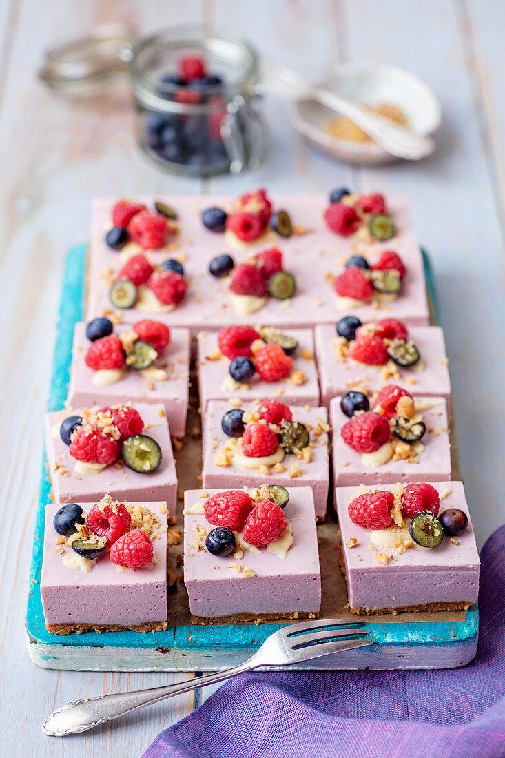 Raspberry and cream cheese no-bake cake