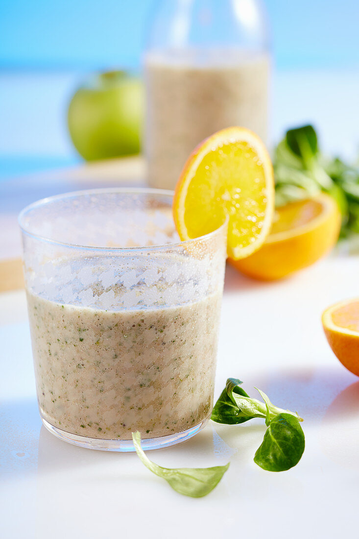 Multi-fruit smoothie with lamb's lettuce