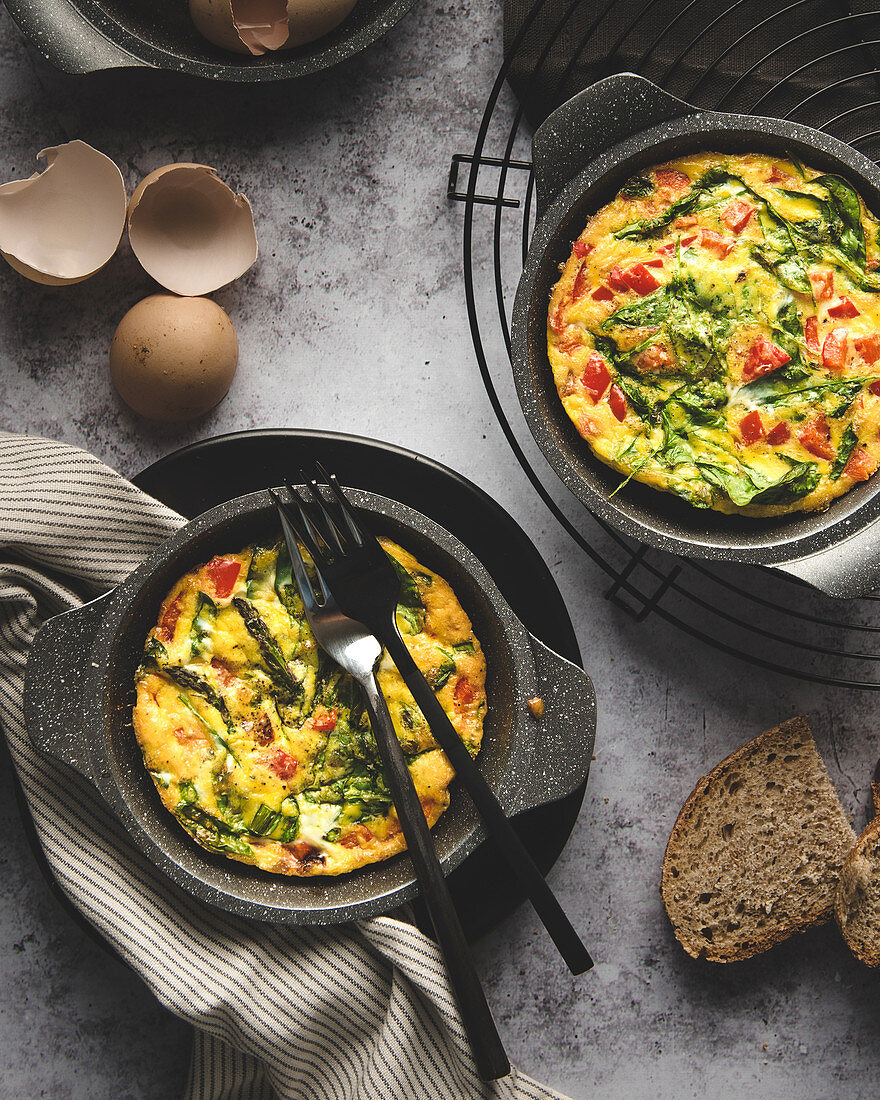 Omlette with red peppers and baby spinach