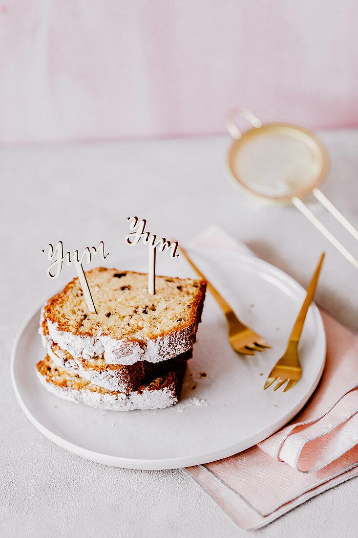 Eggnog cake with chocolate pieces